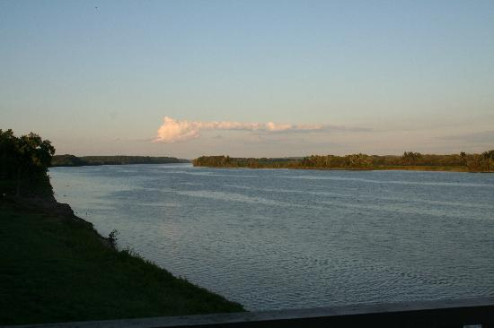 Elizabethtown, IL: A view from the hotel of the Ohio River
