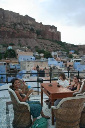 Hare Krishna Guest House : sur la terrasse