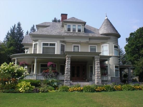 Warrensburg, نيويورك: Vicotrian mansion