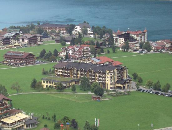 Der Wiesenhof: Hotel seen from the cable car