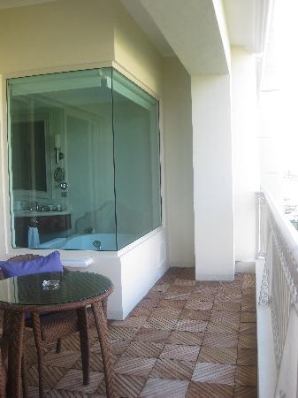 Iberostar Grand Hotel Bavaro: Jacuzzi over-looking the balcony