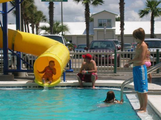The Sandpiper Beacon Beach Resort: fun