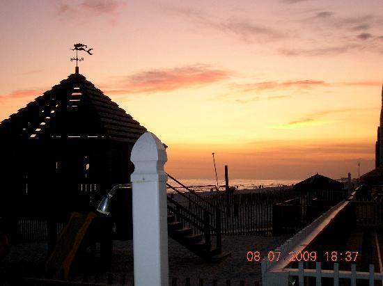 The Sandpiper Beacon Beach Resort: Beautiful
