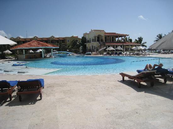 Secrets Capri Riviera Cancun: The pool at Secrets Capri