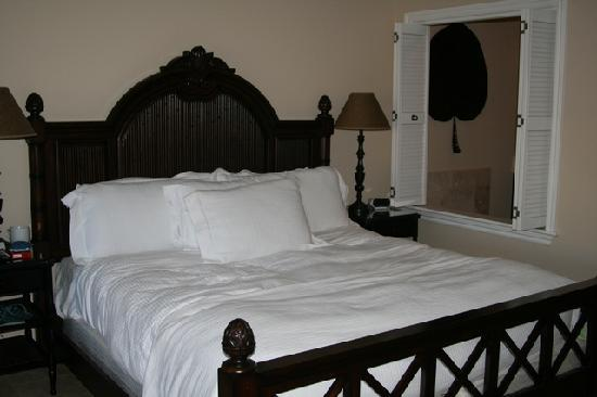 Villa del Mar: king size bed studio