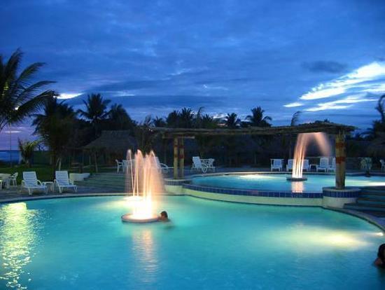 Club Joya del Pacifico: area de piscina