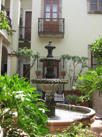 Hotel San Francisco Plaza: Innenhof mit Springbrunnen im San Francisco Plaza