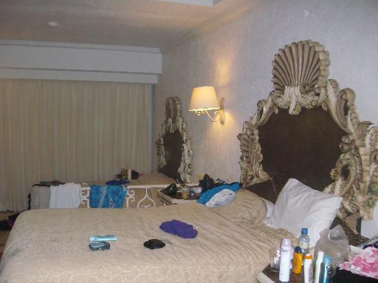 Panama Jack Resorts - Gran Caribe Cancun: our bedroom