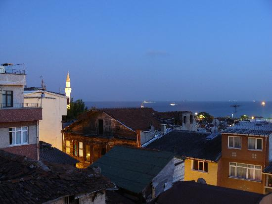 Istanbul Amedros Home: vue depuis la terrasse la nuit