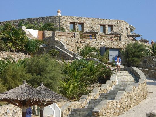 Mykonos Grand Hotel & Resort: verso la spiaggia