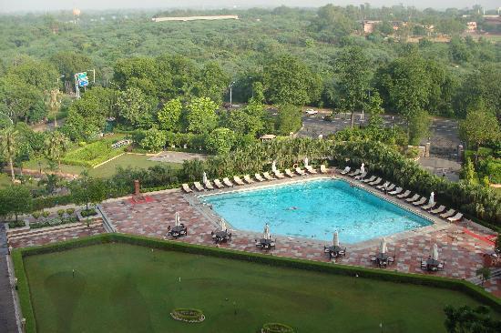 ทัชพาเลส: Swimming Pool & mini golf course