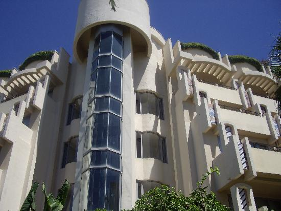Melas Resort Hotel: lifts too beach