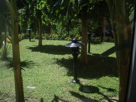 Melas Resort Hotel: gardens