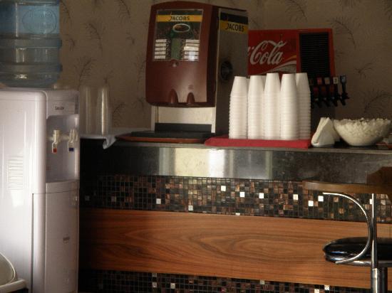 Palm Wings Beach Resort: accueil machine a café