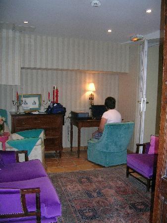 โฮเต็ล เดอ ลาตูร์ โมบูช: Basement Lounge area