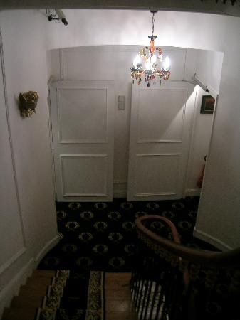 โฮเต็ล เดอ ลาตูร์ โมบูช: Spiral Staircase