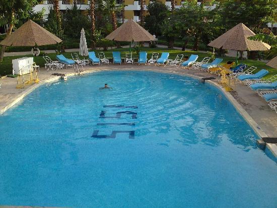Pyramisa Isis Hotel & Suites Luxor: La piscine interdite après 18 heures !