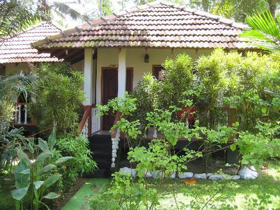 Flower Garden Hotel: Cabana at the Flower Garden