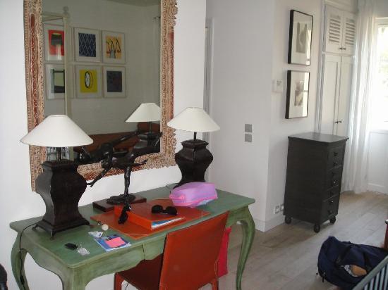 Pastis Hotel St Tropez: Desk area