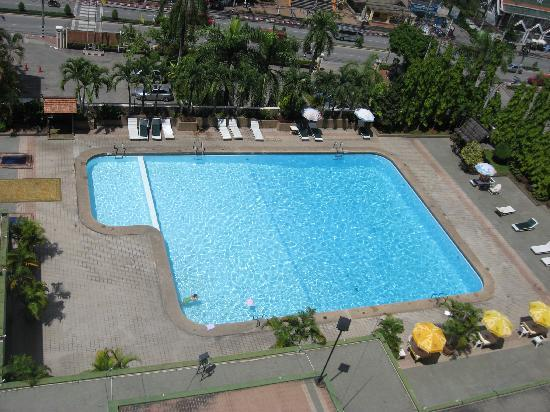 Chiang Mai Orchid Hotel: Pool from the 10th Floor