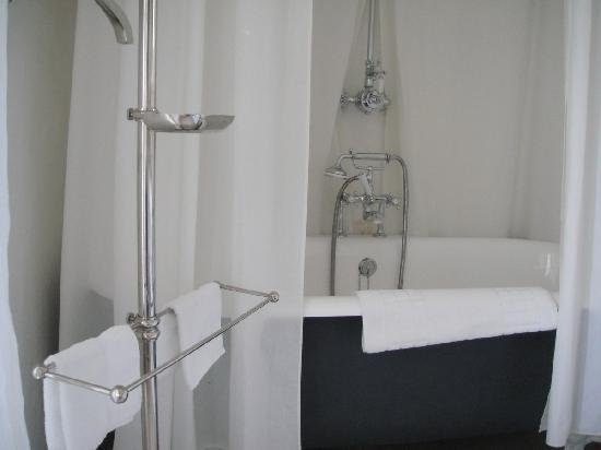 Pastis Hotel St Tropez: Bathtub