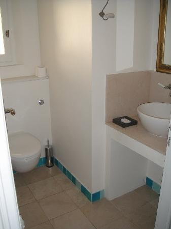 Pastis Hotel St Tropez: Toilette area