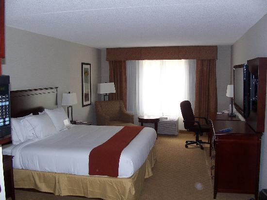 Holiday Inn Express Hotel & Suites Brockville: The room