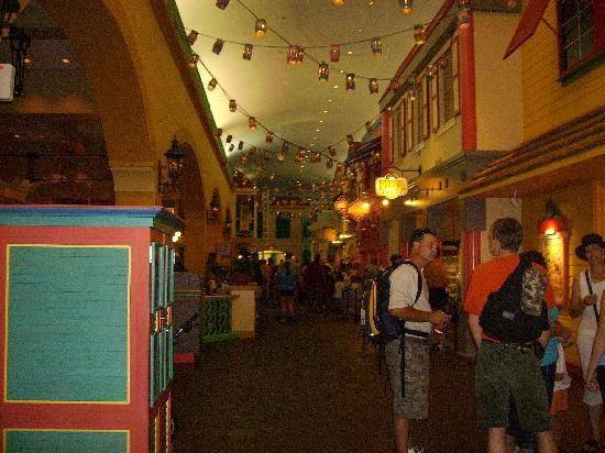 Disney's Caribbean Beach Resort: food court