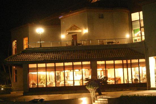 โรงแรมรอยัล ปาล์ม บีช: View of restaurant from balcony