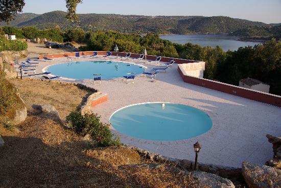 Valkarana - Relais di Campagna: vue piscine depuis notre chambre