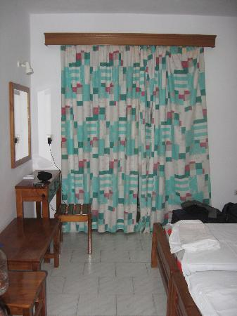 Bel Mare Hotel: The bedroom, clean and basic