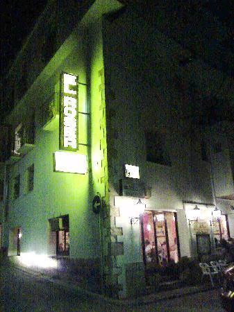 Hostal El Roser: Entrada