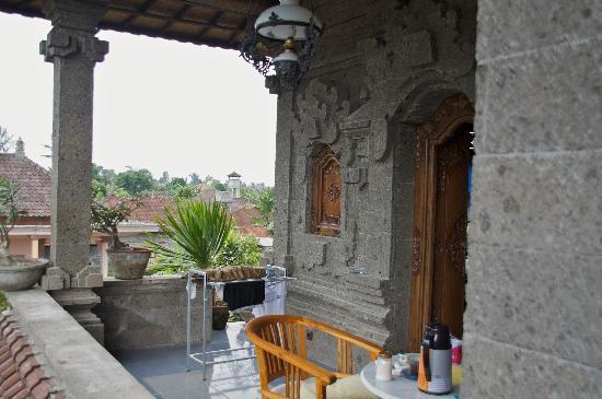 ซาเนีย บังกะโล: Outside patio of room