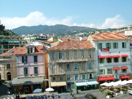 Hotel Globo & Suite Sanremo: Vista stanza 2