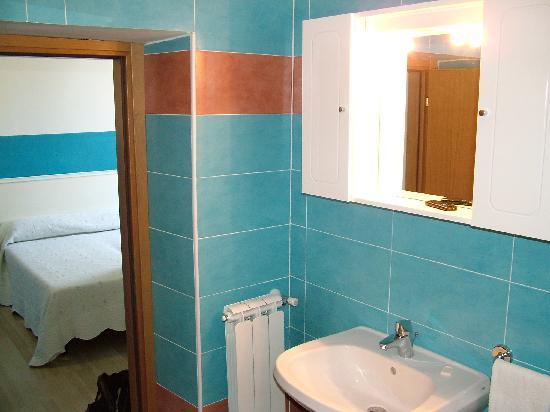 Hotel Globo & Suite Sanremo: Bagno 3
