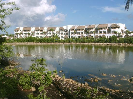 Valentin Imperial Riviera Maya: Building 7 in front of lagoon