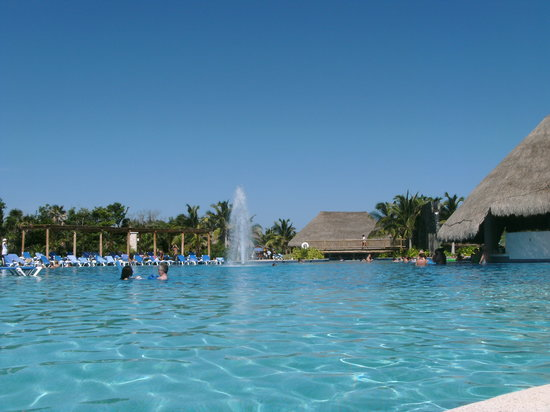 Playa del Secreto, Mexico: Active main pool area