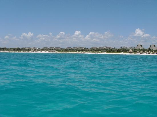 Valentin Imperial Riviera Maya: Beach area in front of ocean front suites