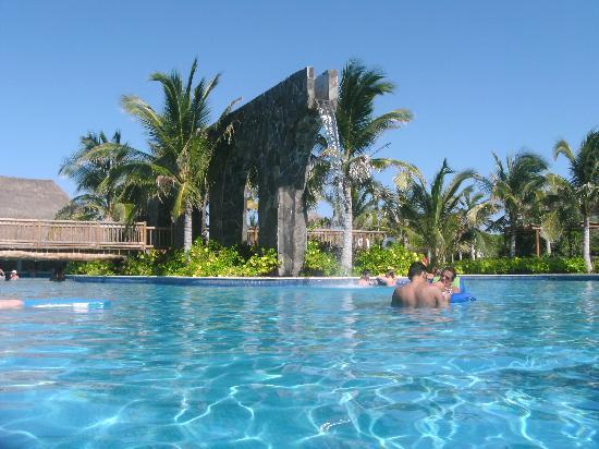 Valentin Imperial Riviera Maya: Main pool, waterfall