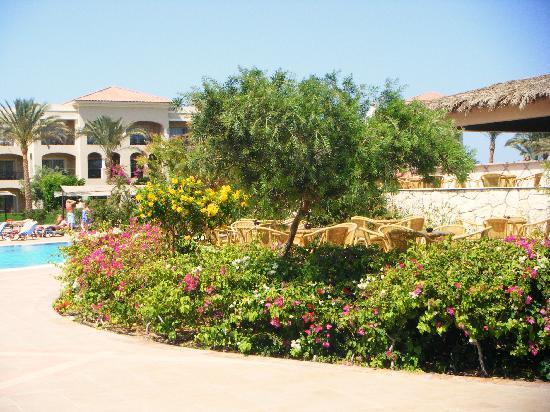 Jaz Mirabel Beach: lovely gardens