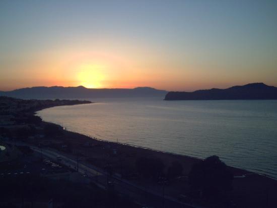 Renieris Hotel: susnset over Bay of Chania