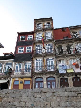 Guest House Douro: Facciata lato fiume