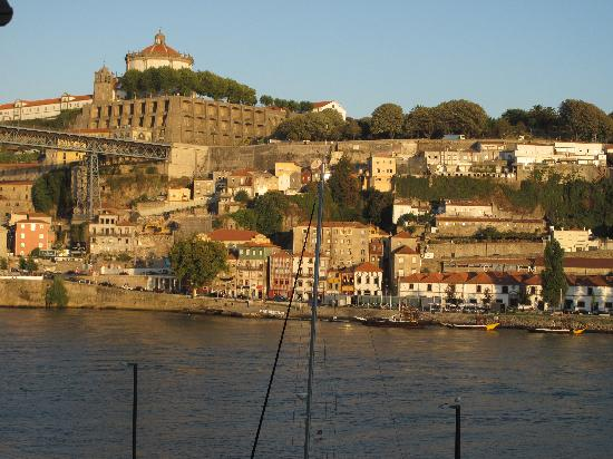 Guest House Douro: Vista da camera 102