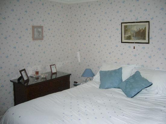 Shrublands Farm, Cromer - Bedroom - bed