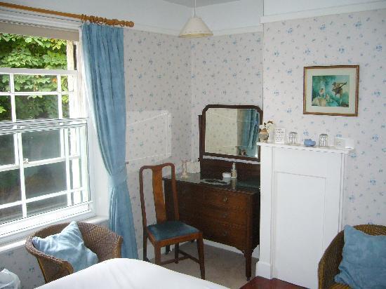Shrublands Farm, Cromer - Bedroom - dressing table