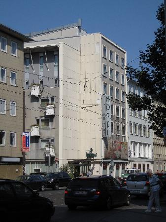 โรงแรมลอคคูเมอร์โฮฟ: Loccumer Hof outside