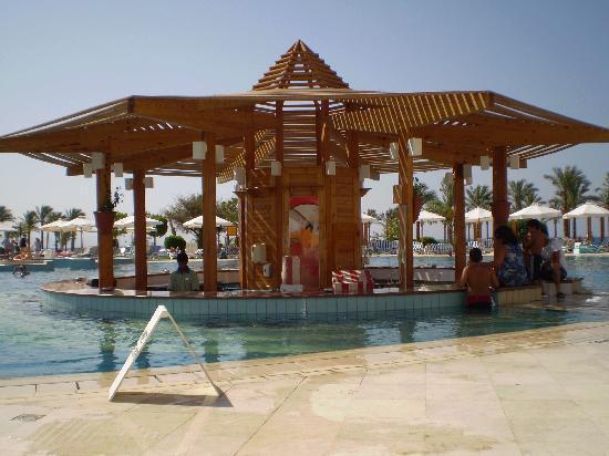 Movenpick Resort Taba: pool bar