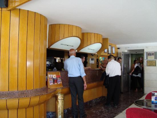 Erboy Hotel: hotel lobby
