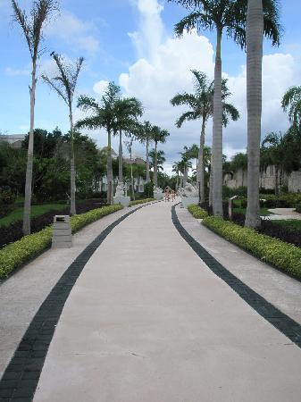 Grand Riviera Princess All Suites Resort & Spa: the long path!