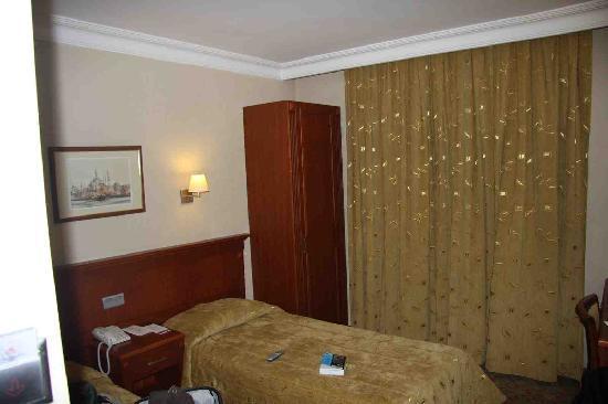 Grand Yavuz Hotel: Room